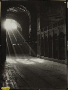 Интерьер Св. Софии в Константинополе (фото Томаса Виттемора и др. 1948 года)